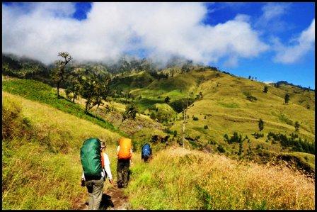 malang trekking,trekking di malang,tempat trekking di malang,hiking di malang,mendaki gunung di malang,pendakian gunung di malang,pendakian gunung di batu malang,pendakian gunung butak malang,pendakian gunung bromo malang,pendakian gunung panderman malang